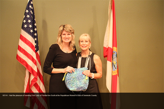 Honored to be standing with First Lady of Florida, Ann Scott admiring Elizabeth Scovil Handbags
